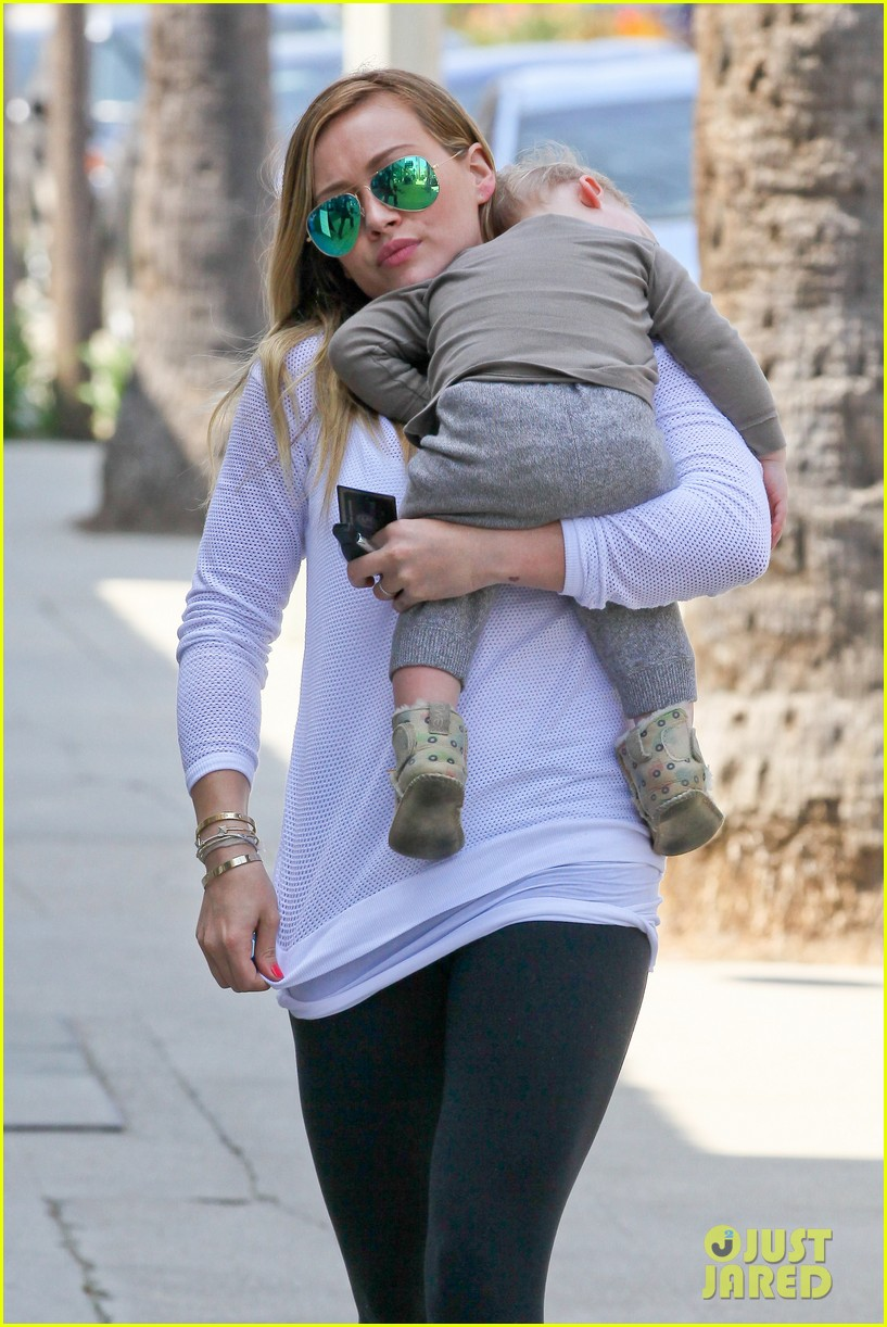 hilary duff la outing with sleepy luca 022839177