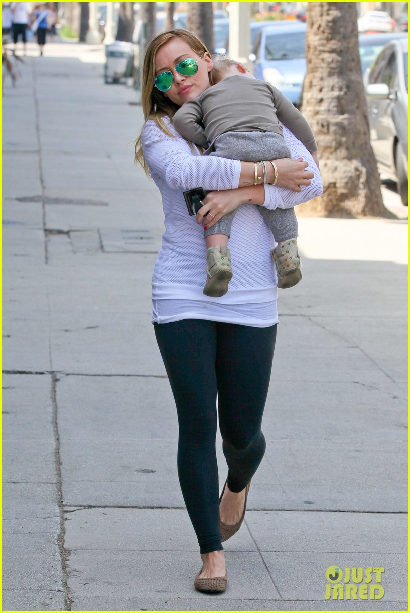 hilary duff la outing with sleepy luca 052839180