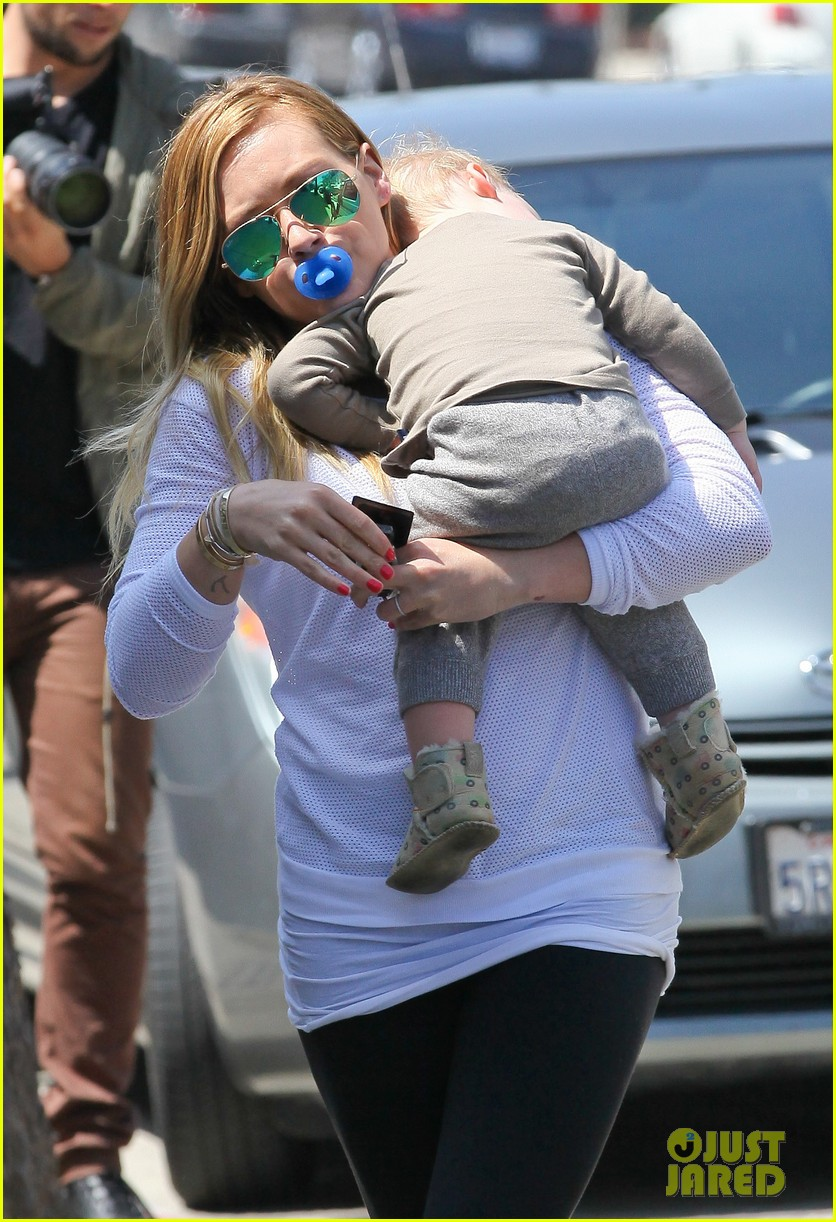 hilary duff la outing with sleepy luca 142839189