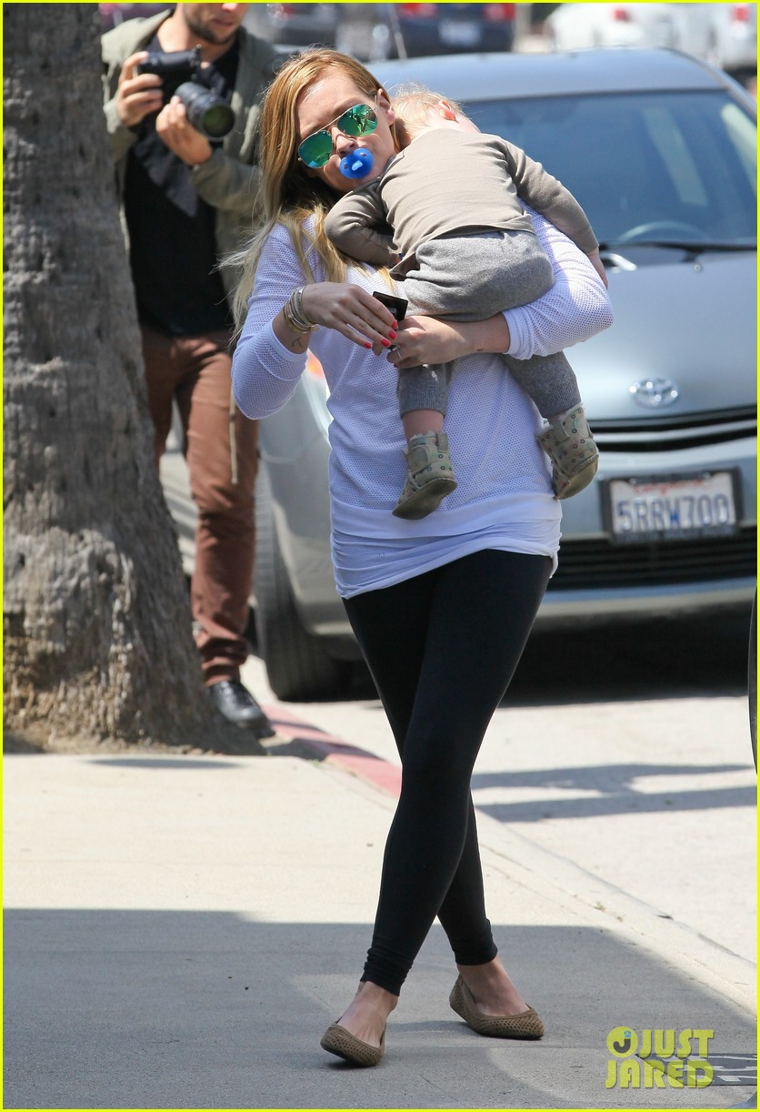 hilary duff la outing with sleepy luca 202839195