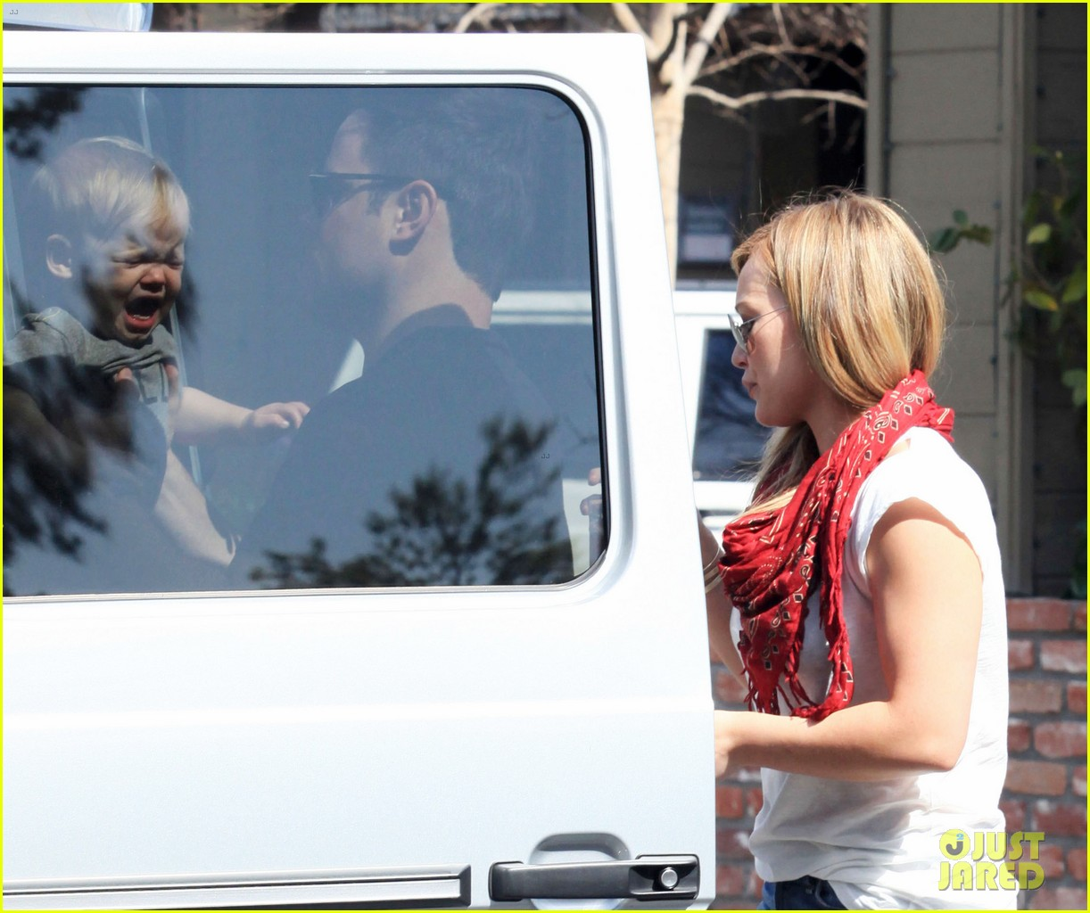 hilary duff mike comrie charlies pantry with baby luca 032837538