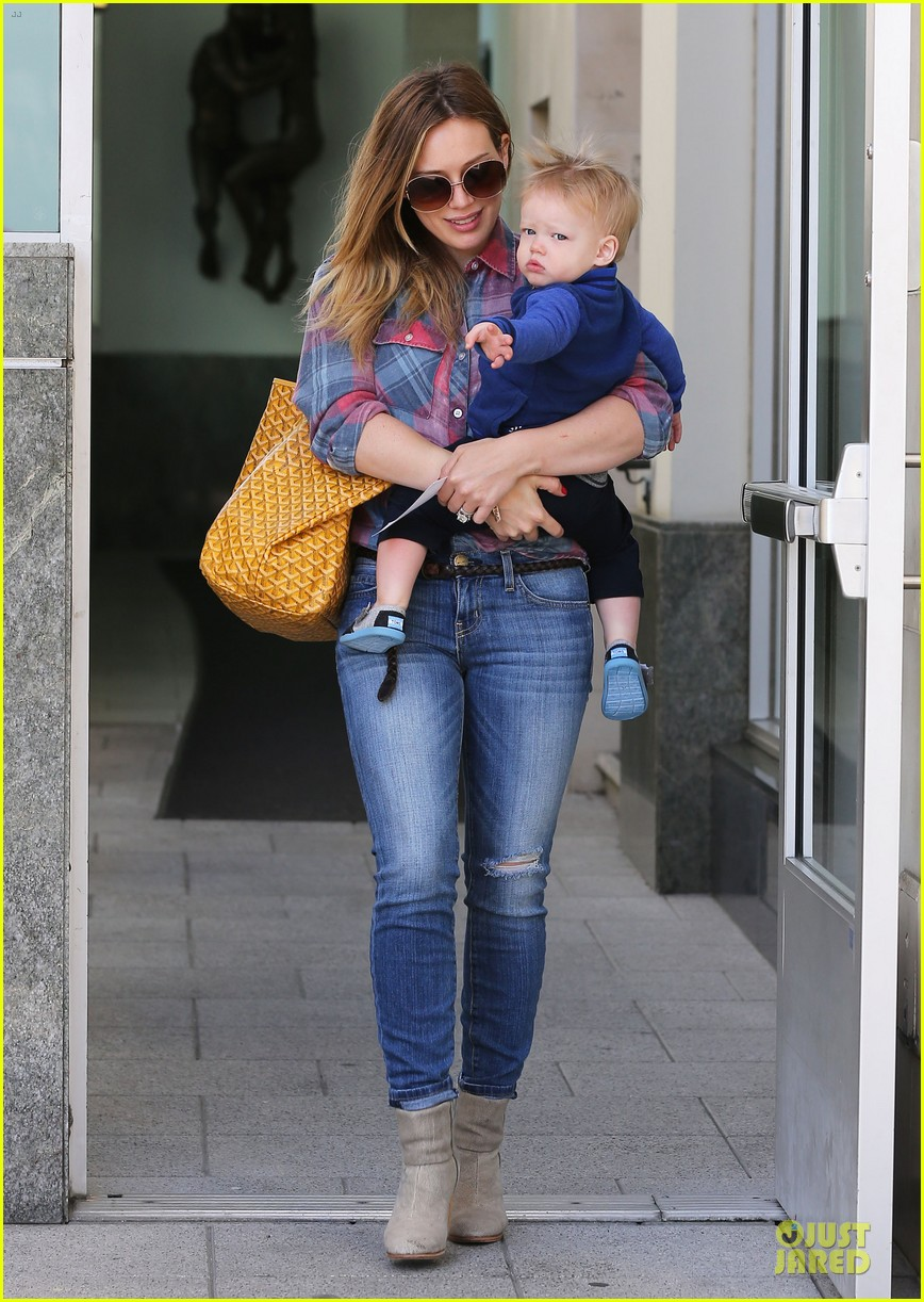 hilary duff plaid breakfast with luca 01