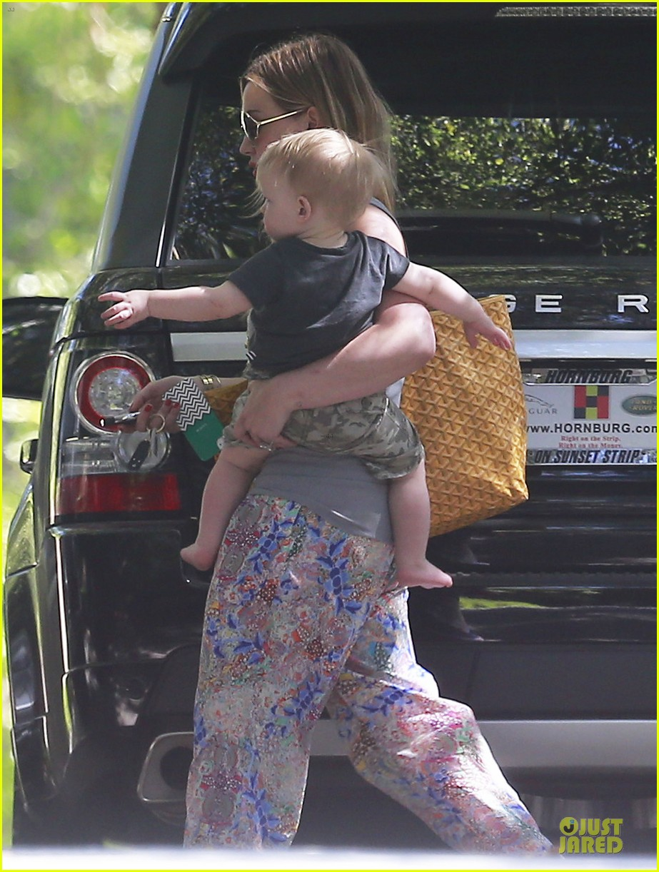 hilary duff plaid breakfast with luca 17