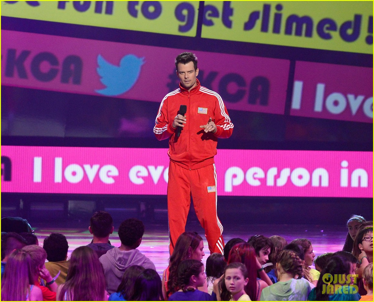 josh duhamel slime covered host at kids choice awards 2013 012836559