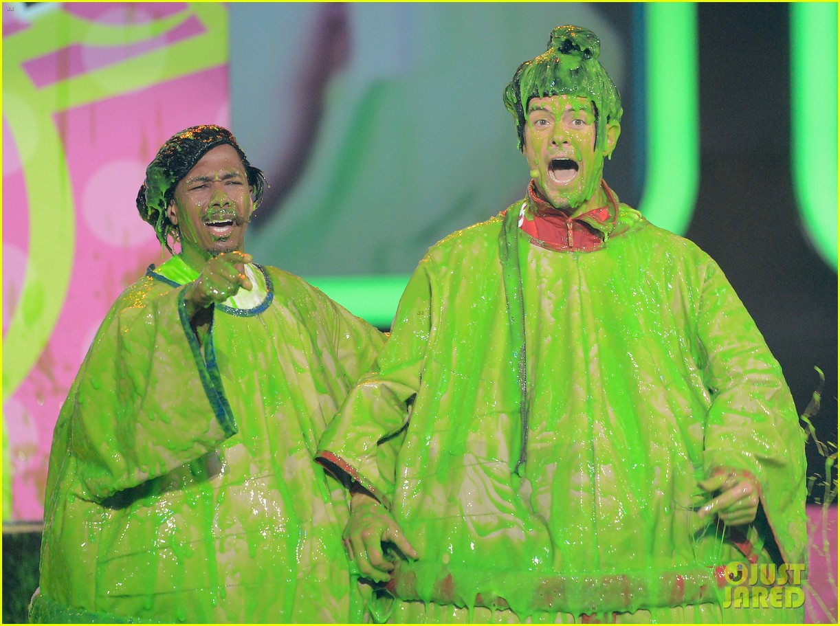 josh duhamel slime covered host at kids choice awards 2013 022836560