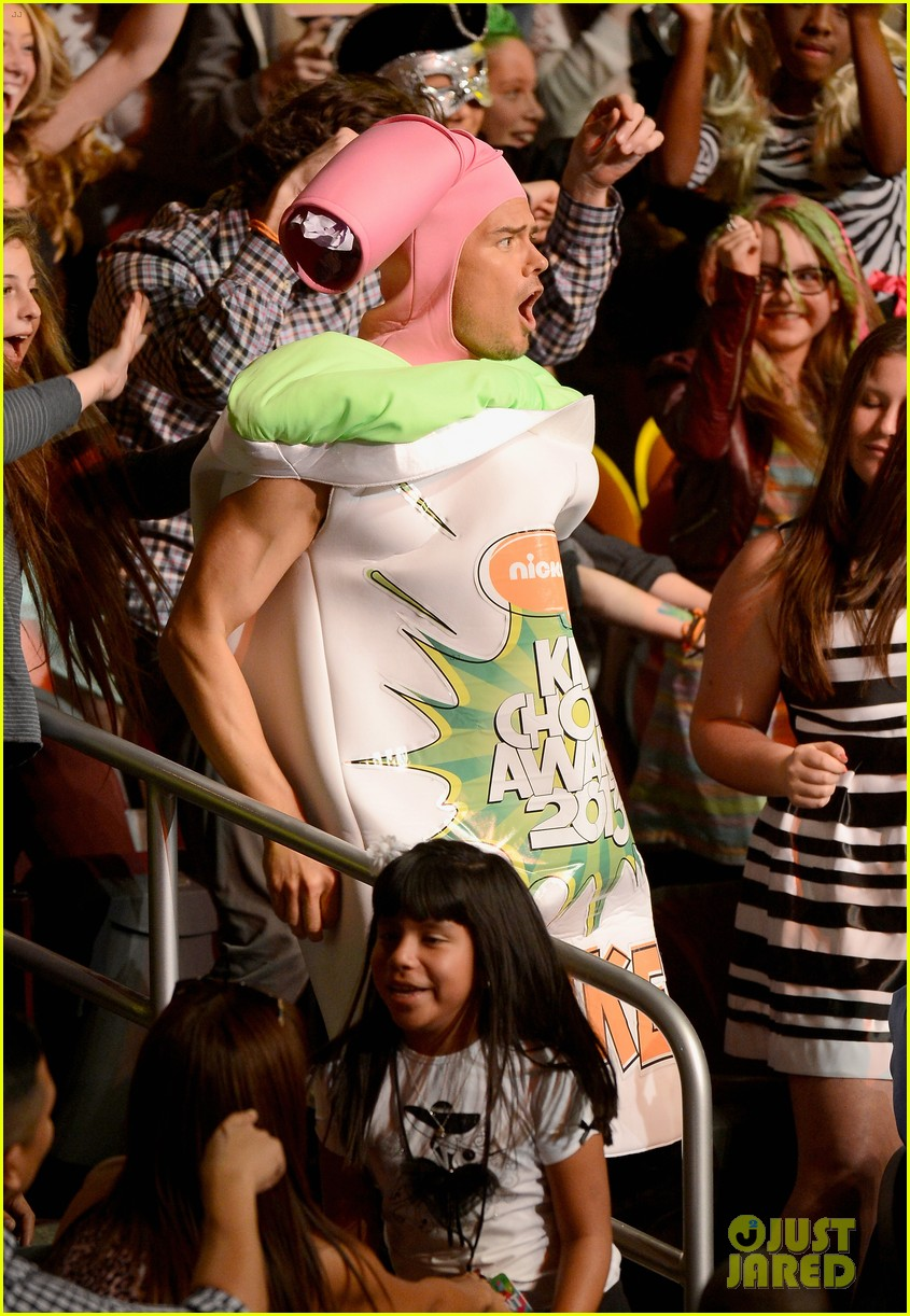 josh duhamel slime covered host at kids choice awards 2013 092836567