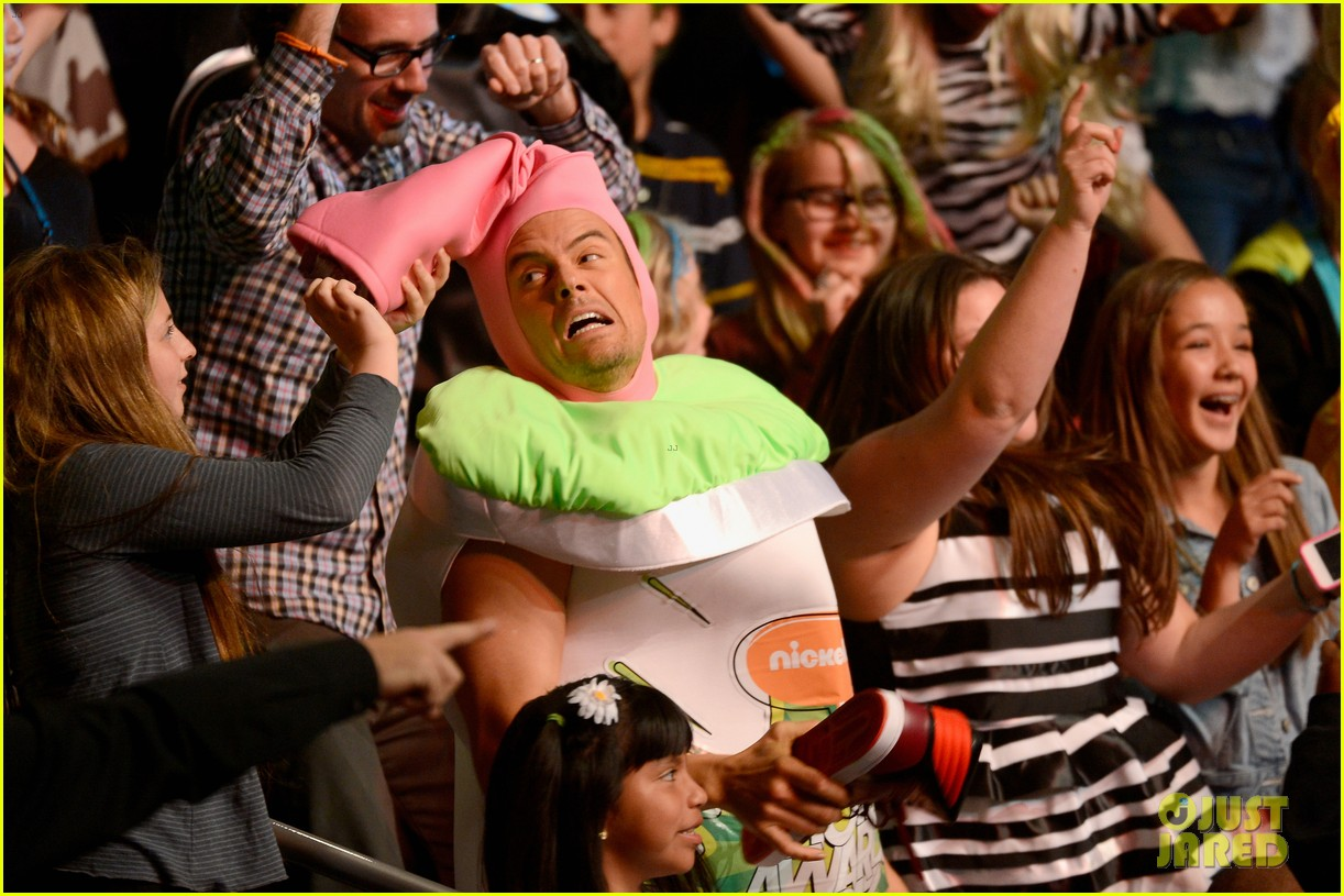 josh duhamel slime covered host at kids choice awards 2013 102836568