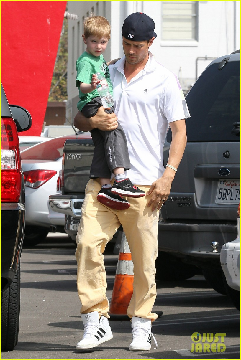 josh duhamel in n out outing 052839147