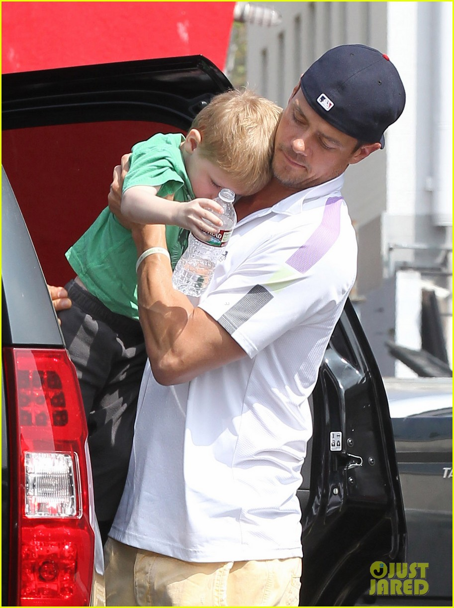 josh duhamel in n out outing 092839151