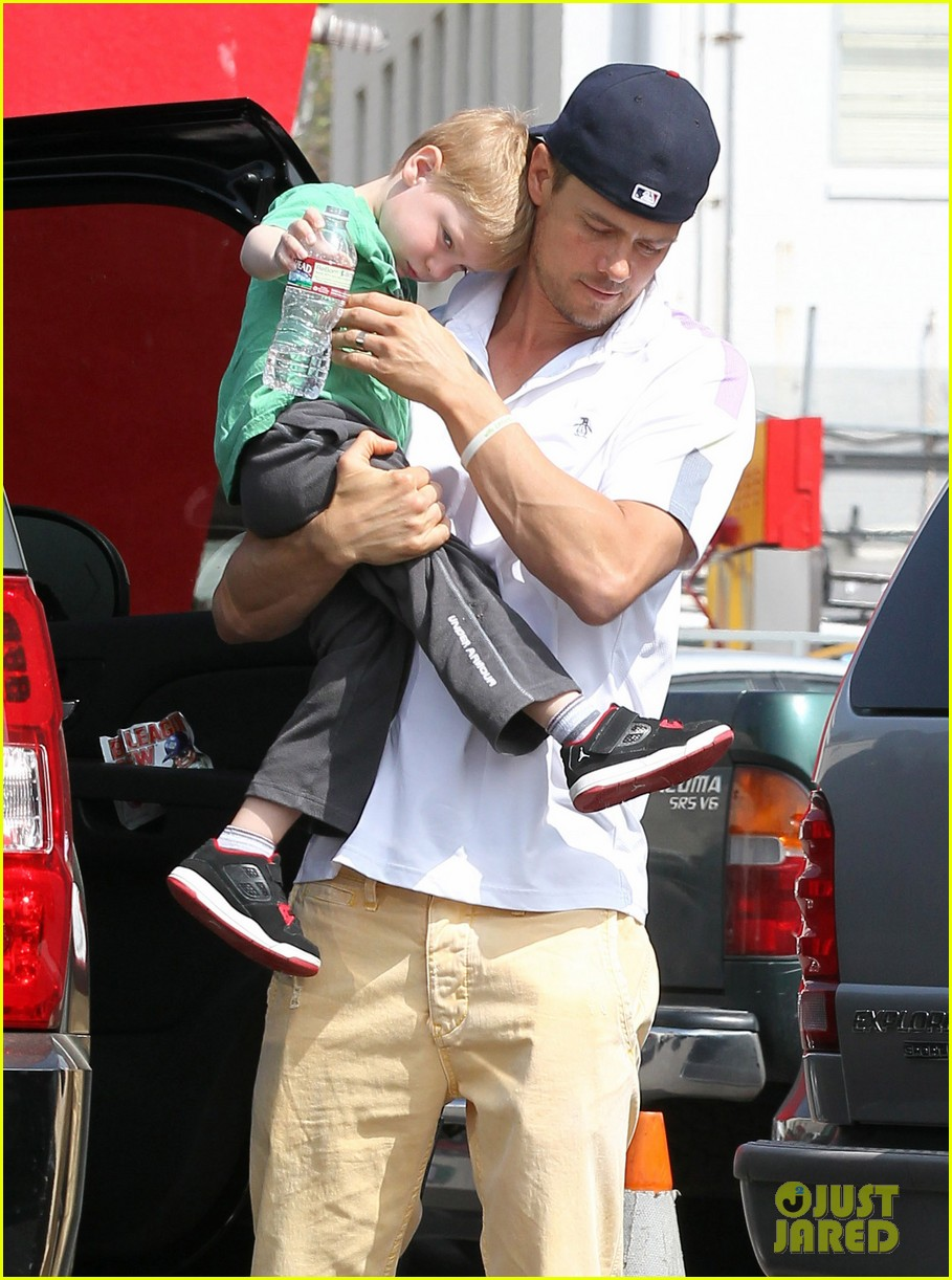 josh duhamel in n out outing 102839152
