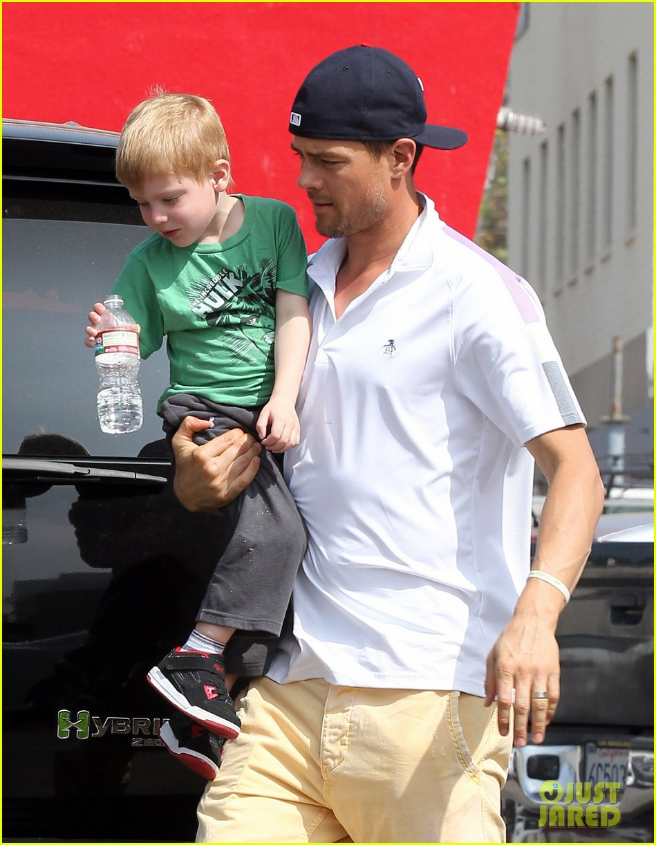f3f07b489 Josh Duhamel  In-N-Out Outing!  Photo 2839156