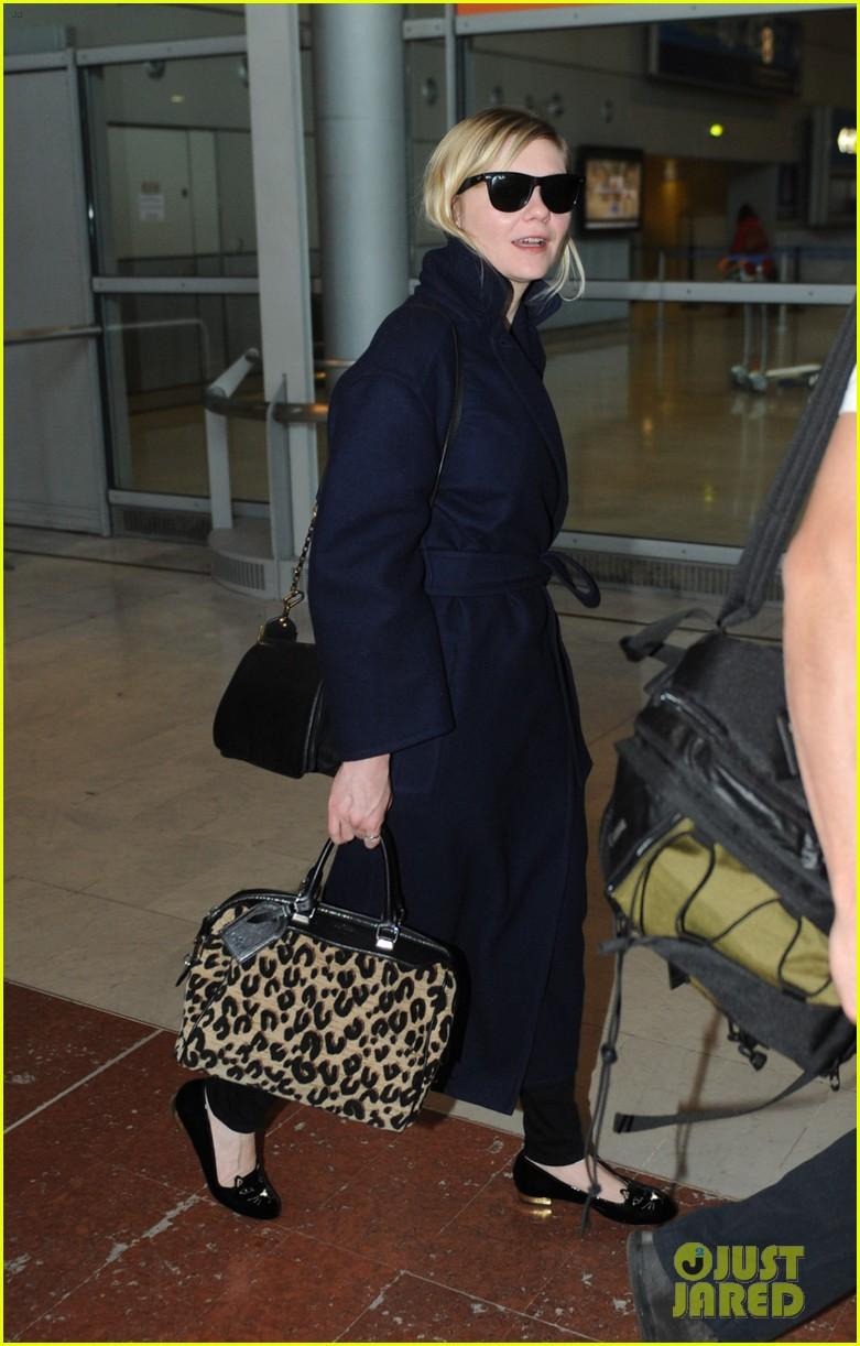 kirsten dunst garrett hedlund paris airport arrival 012824155