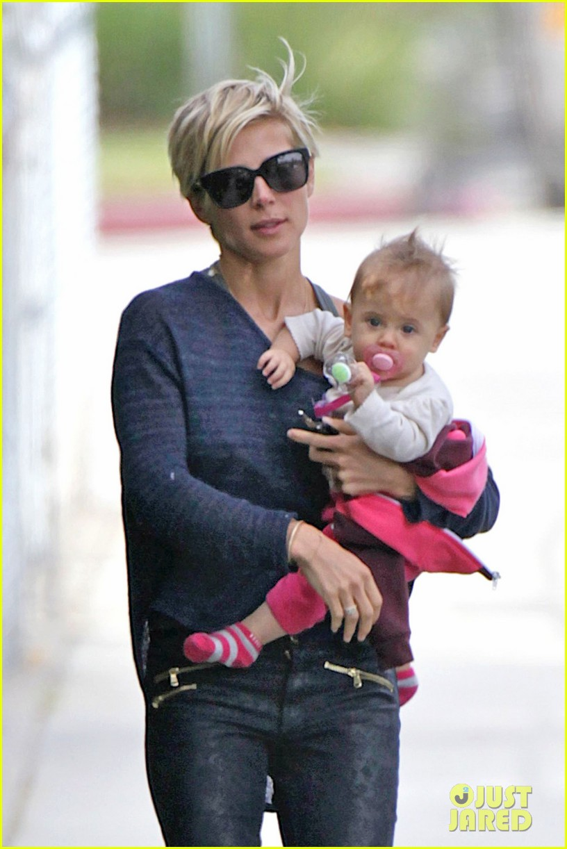elsa pataky neighborhood stroll with baby india 022836107