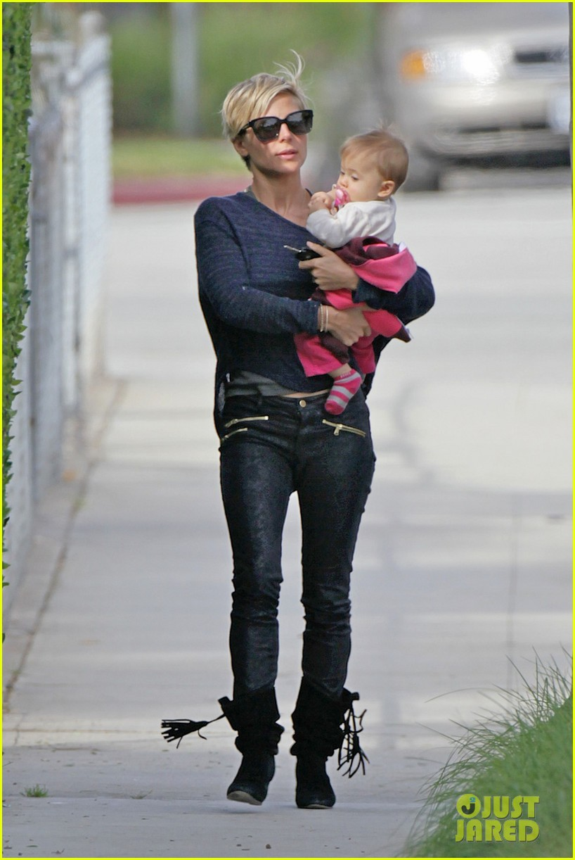 elsa pataky neighborhood stroll with baby india 072836112