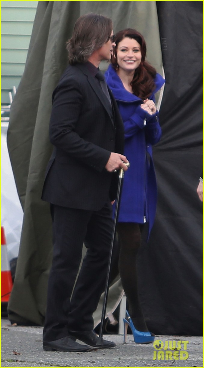 ginnifer goodwin emile de ravin once upon a time set 012839213