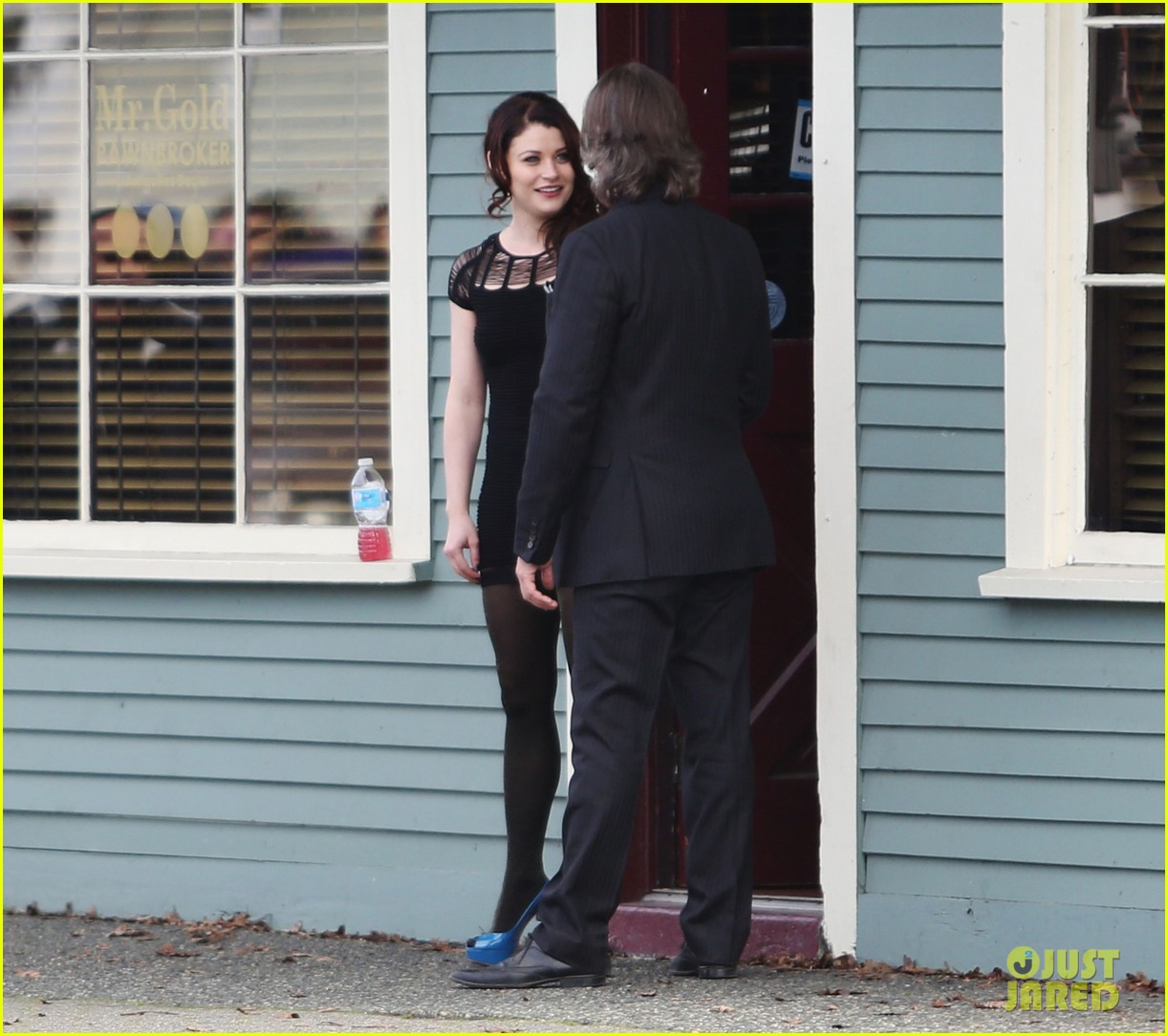 ginnifer goodwin emile de ravin once upon a time set 082839220