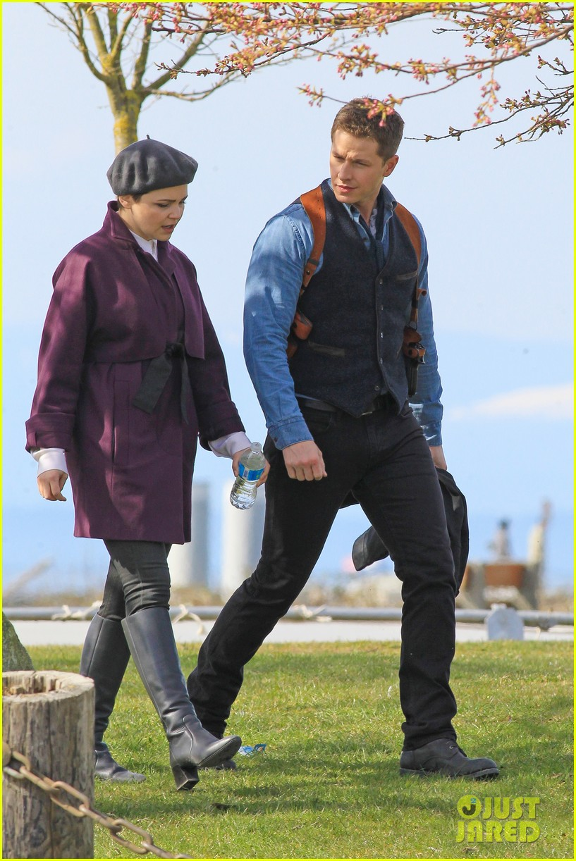 ginnifer goodwin emile de ravin once upon a time set 15
