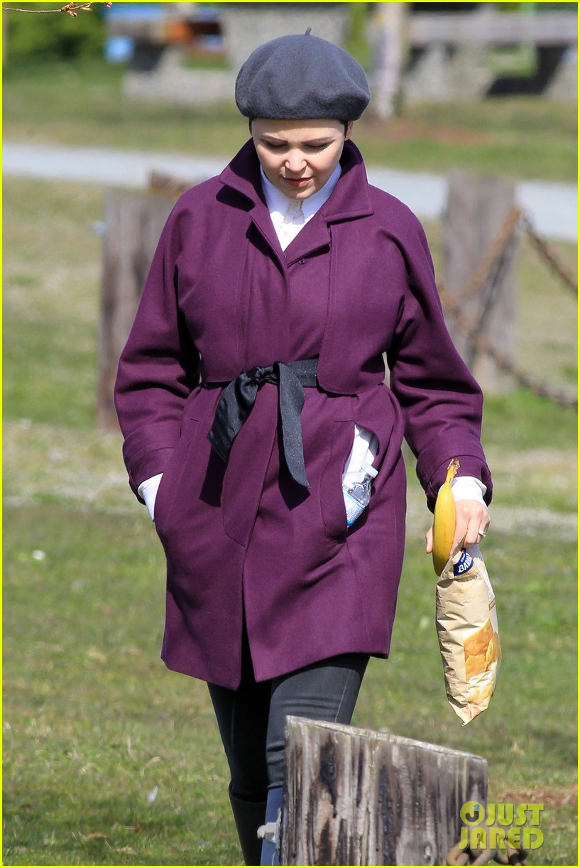 ginnifer goodwin emile de ravin once upon a time set 182839230
