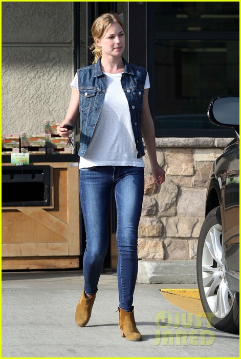 emily vancamp gelsons grocery shopper 082833564