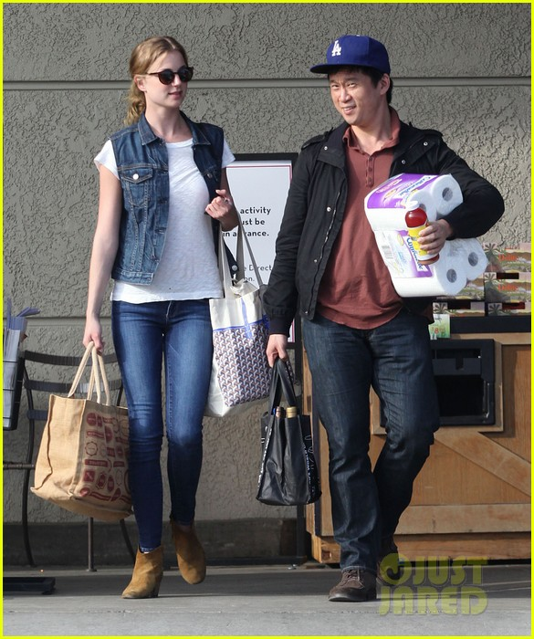 emily vancamp gelsons grocery shopper 122833568