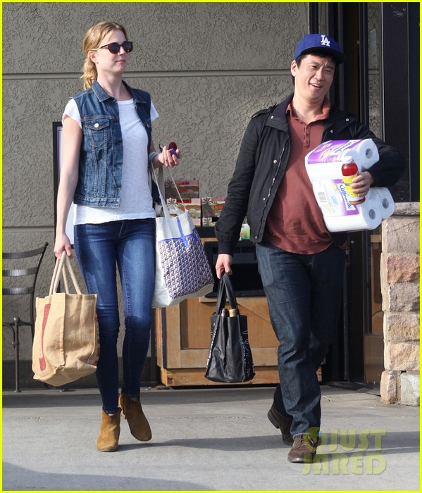 emily vancamp gelsons grocery shopper 13