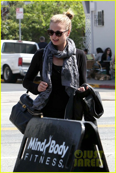 emily vancamp gelsons grocery shopper 272833583