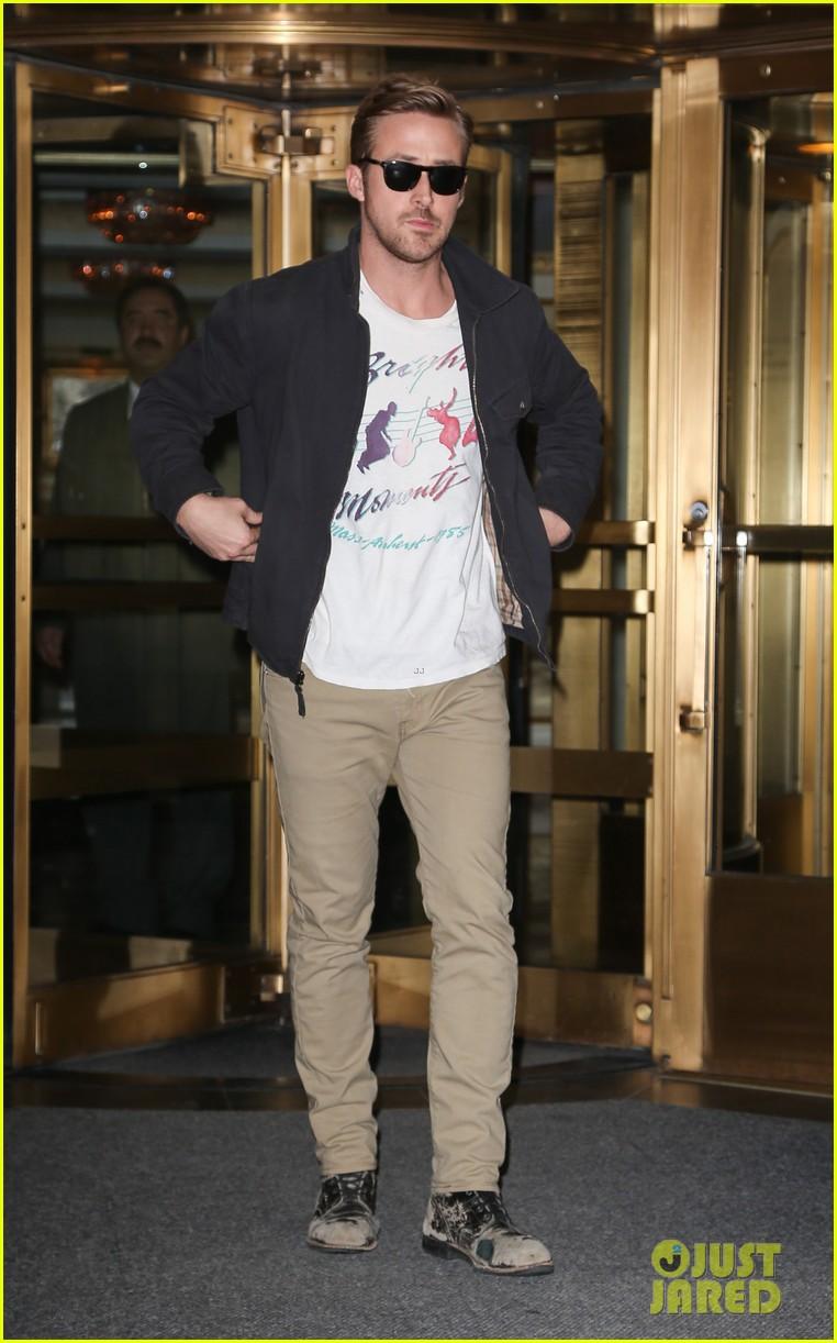 ryan gosling eva mendes separate hotel exits 032828780