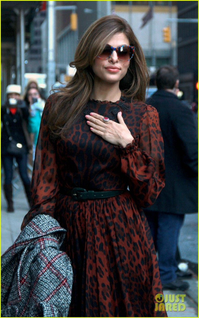 eva mendes late show appearance 02