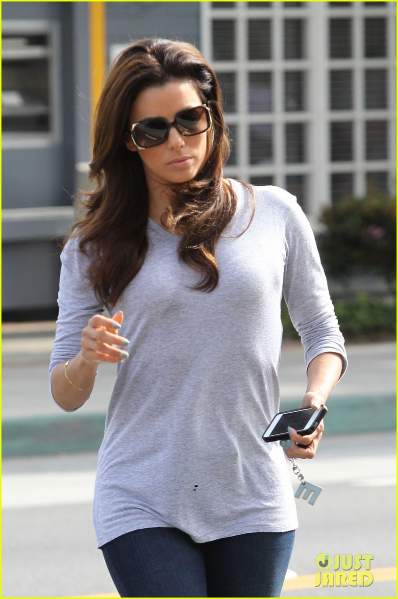 eva longoria support latinas with foundation giving app 022839906