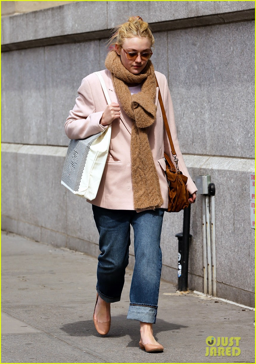 dakota fanning isabel marant shopper 032837420