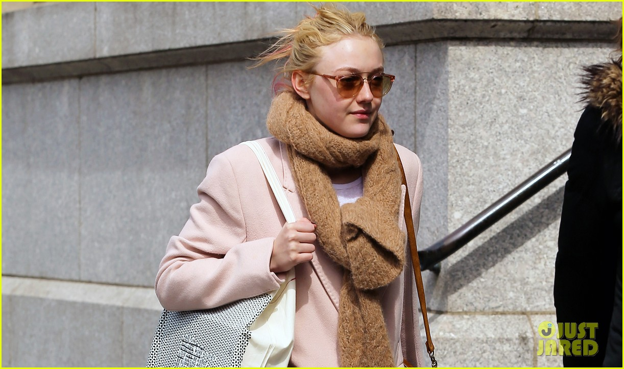 dakota fanning isabel marant shopper 04