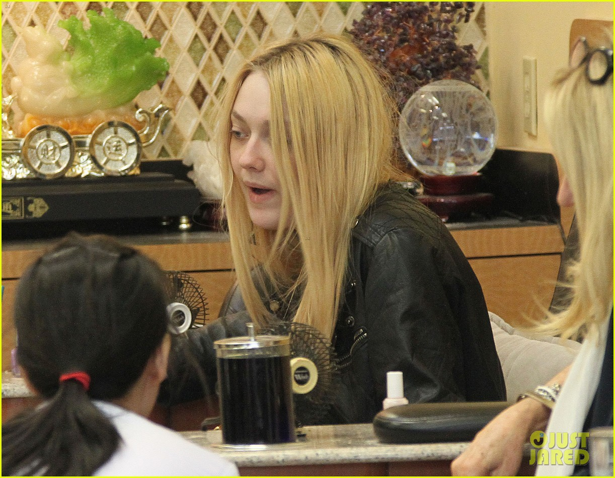 dakota fanning pedicure pampering 052828043