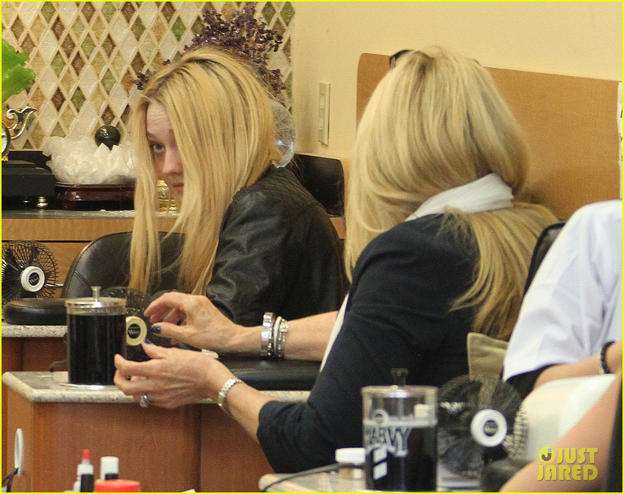 dakota fanning pedicure pampering 062828044