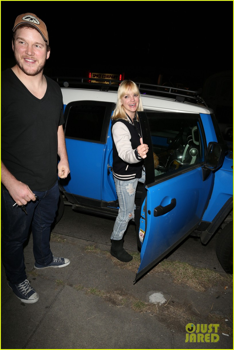 anna faris chris pratt birthday party pair 02