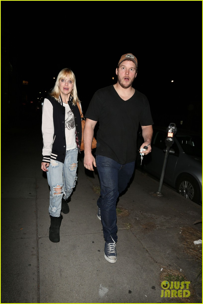 anna faris chris pratt birthday party pair 05