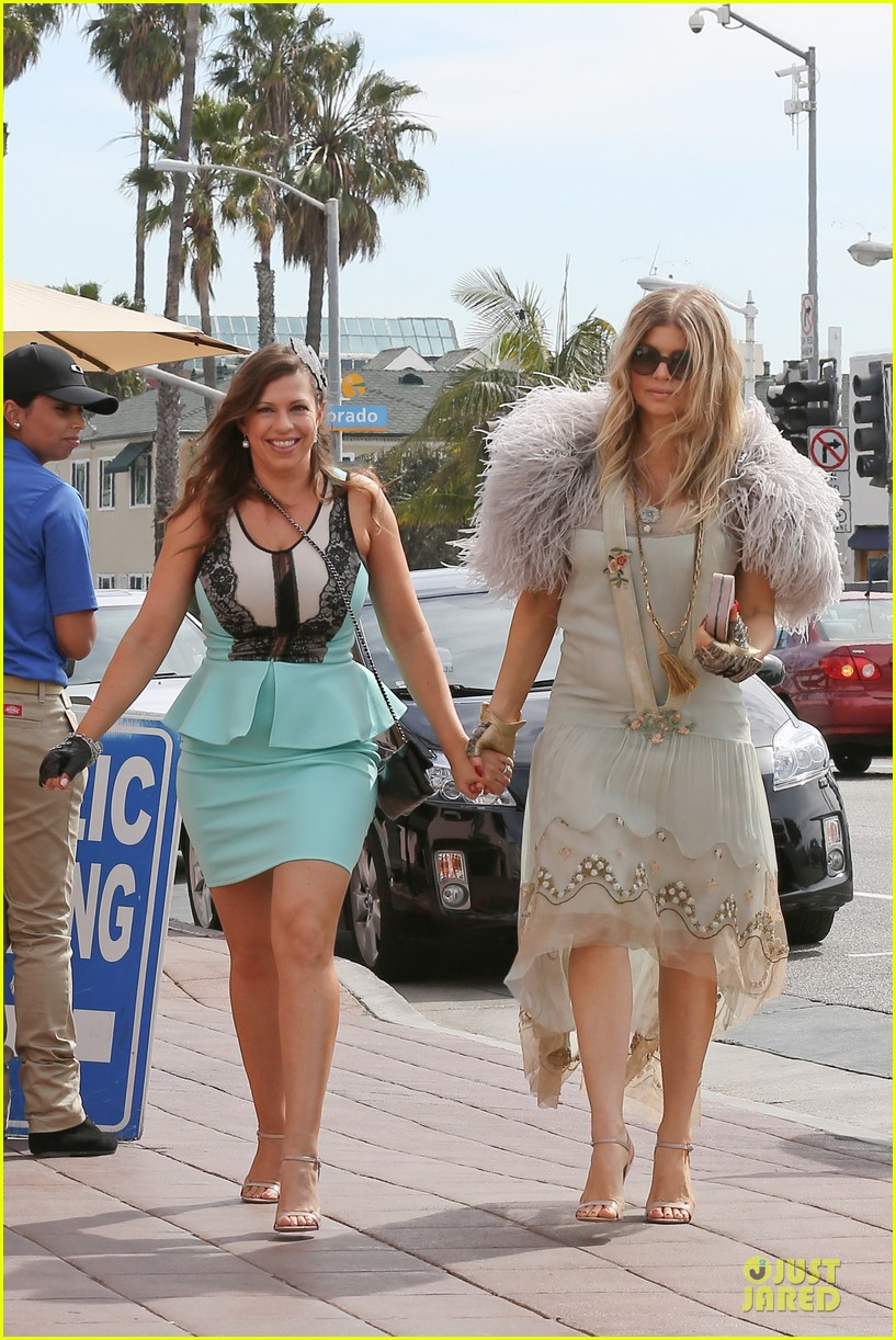 fergie bridal shower with sister dana 23