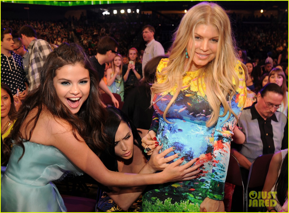 selena gomez katy perry hold fergie baby bump at kids choice awards 2013 032836532
