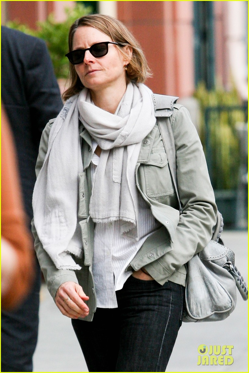 jodie foster errands after tennis match with charlie kit 082826663