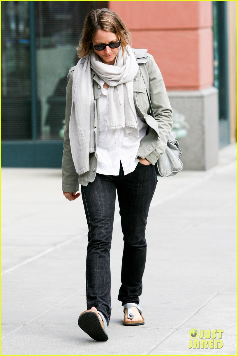 jodie foster errands after tennis match with charlie kit 122826667