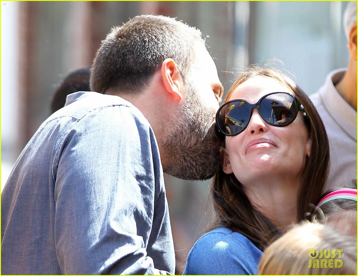 jennifer garner ben affleck violet basketball game 142836823