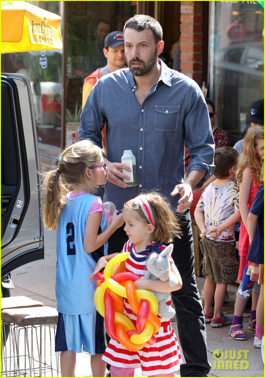 jennifer garner ben affleck violet basketball game 202836829