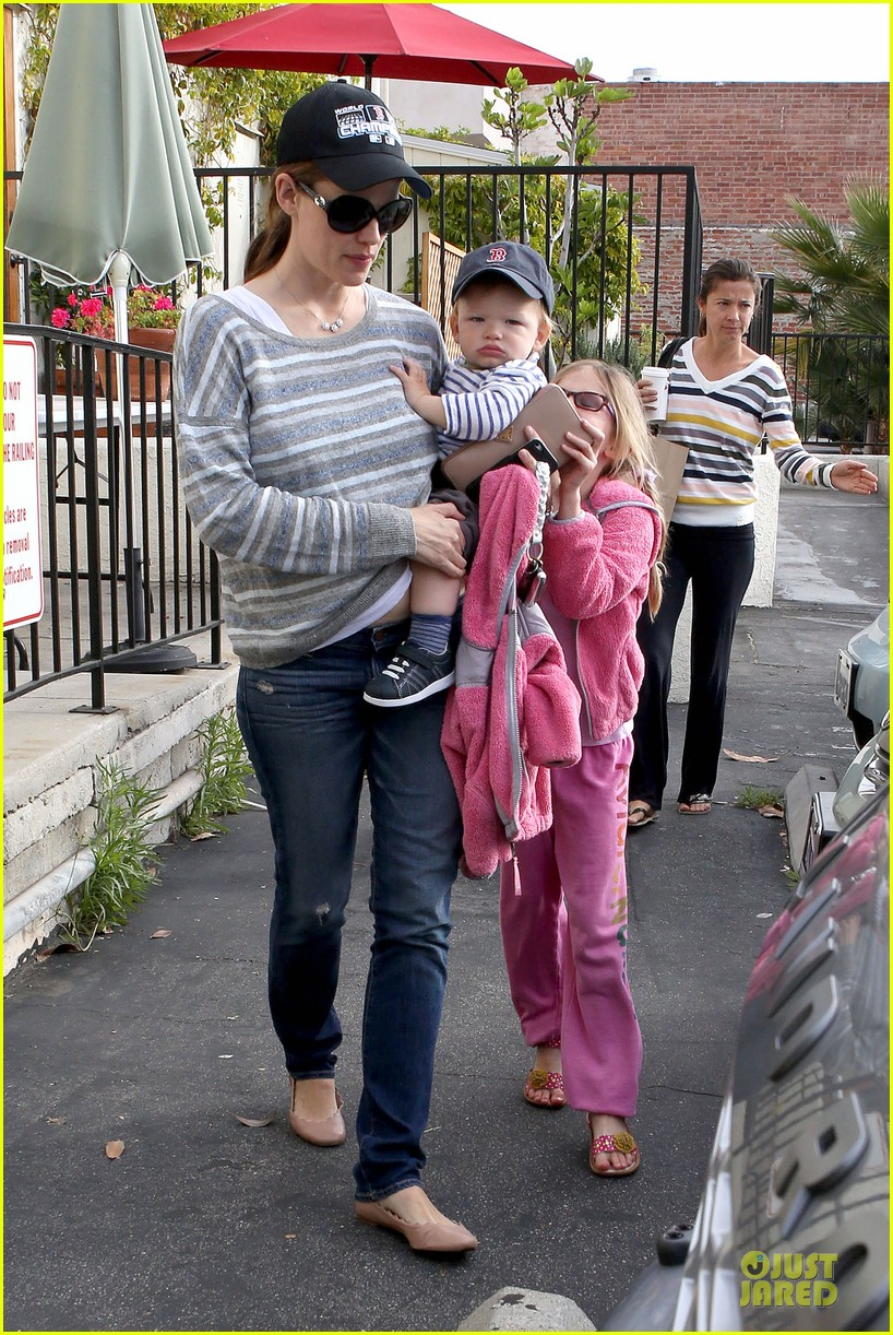 jennifer garner huckleberry breakfast with the kids 032840441