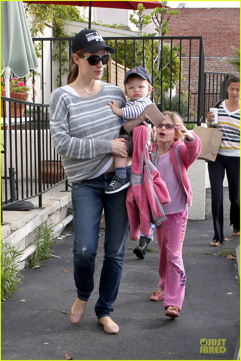 jennifer garner huckleberry breakfast with the kids 092840447
