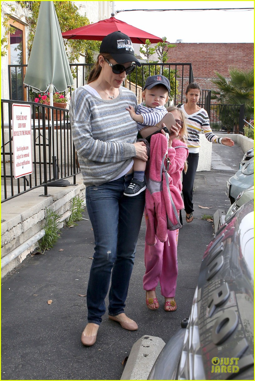jennifer garner huckleberry breakfast with the kids 212840459