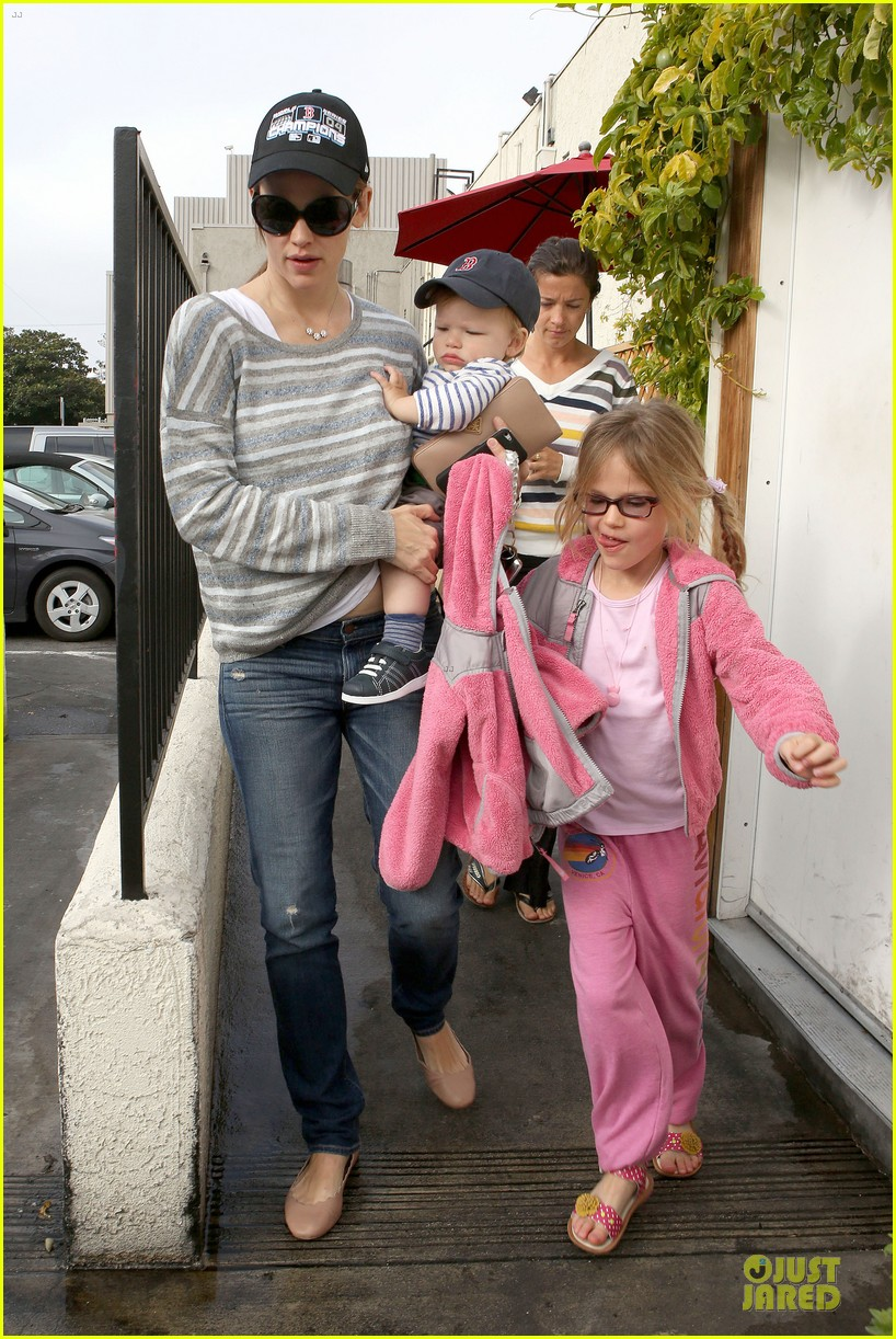 jennifer garner huckleberry breakfast with the kids 222840460