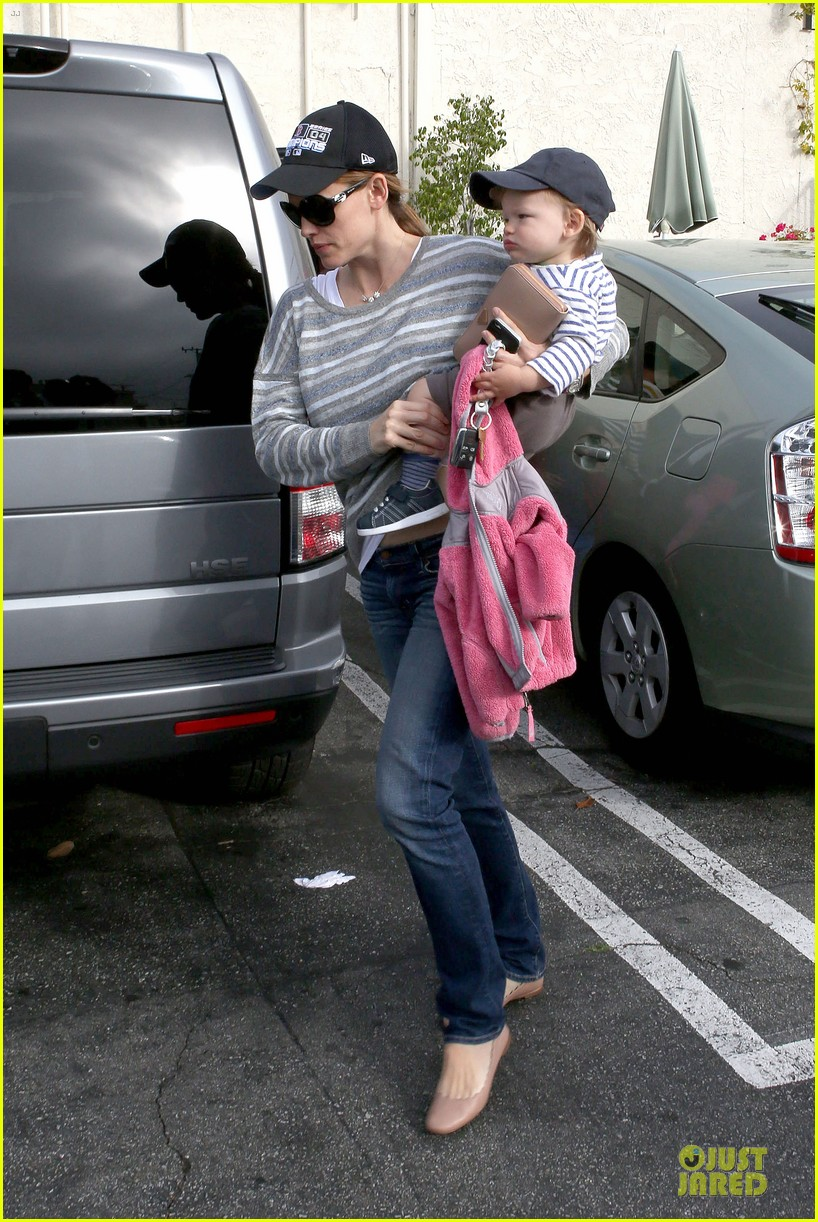 jennifer garner huckleberry breakfast with the kids 242840462