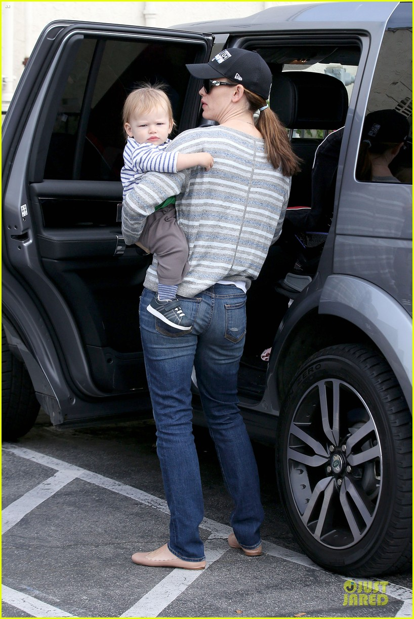 jennifer garner huckleberry breakfast with the kids 252840463