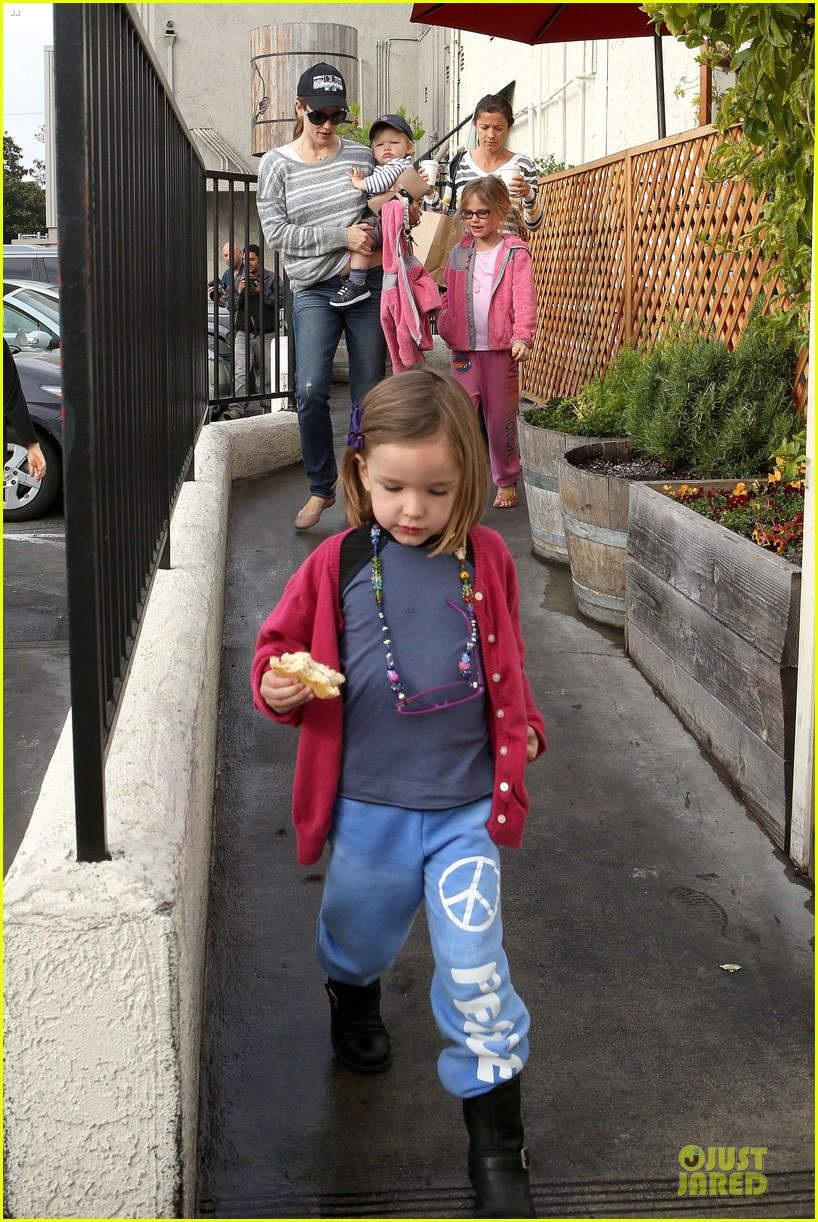 jennifer garner huckleberry breakfast with the kids 272840465