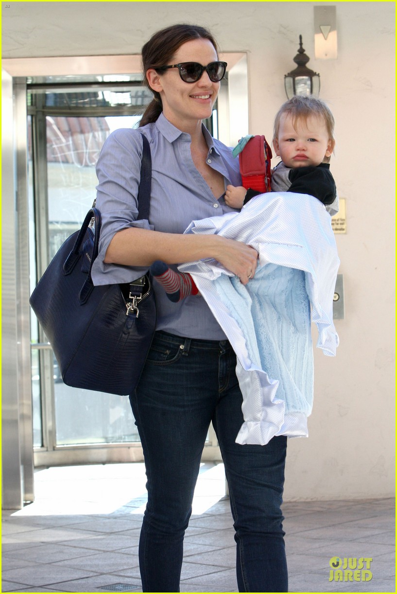 jennifer garner ben affleck didnt intend to kick anyone 082823684