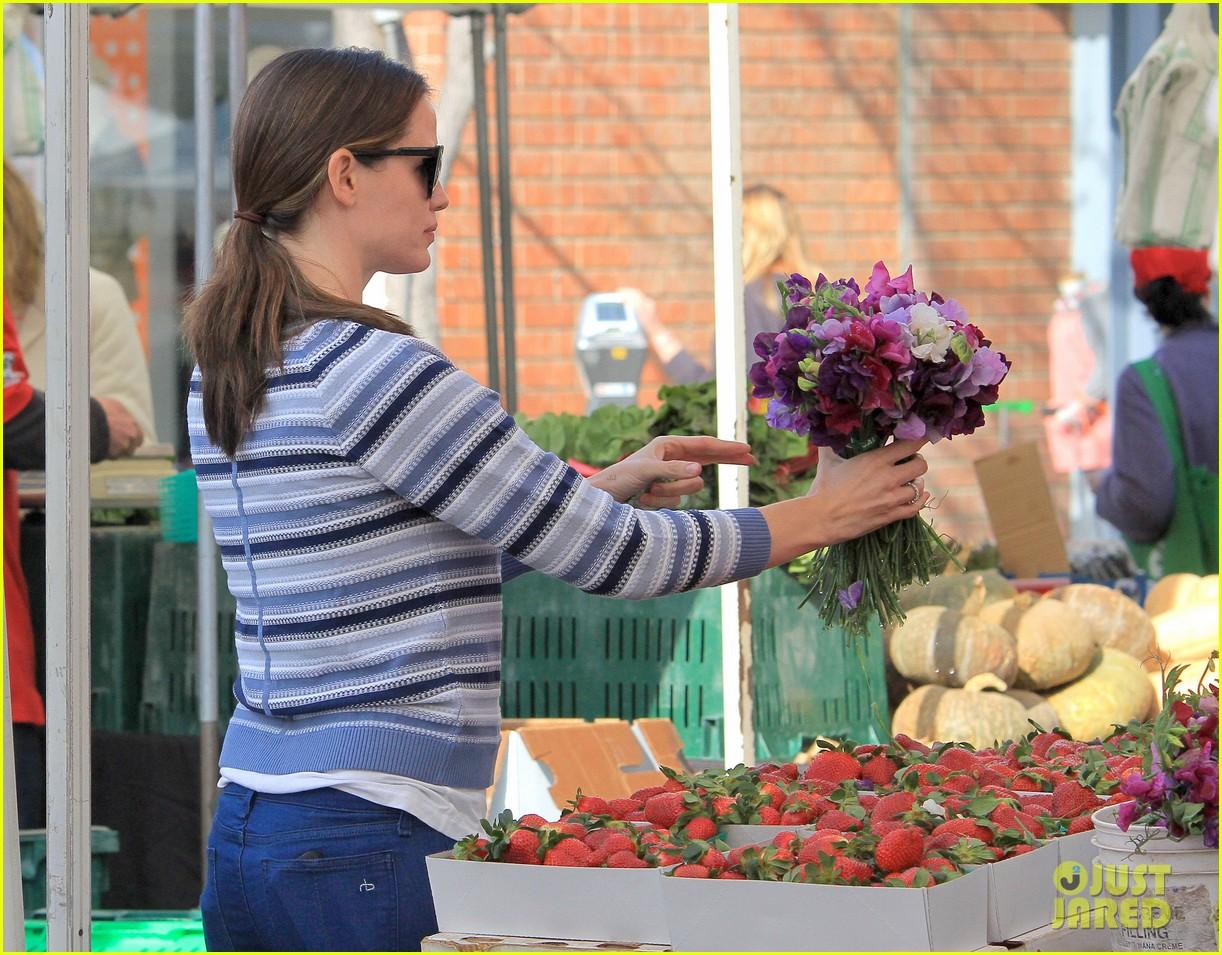 jennifer garner ben affleck farmers market family 102837366